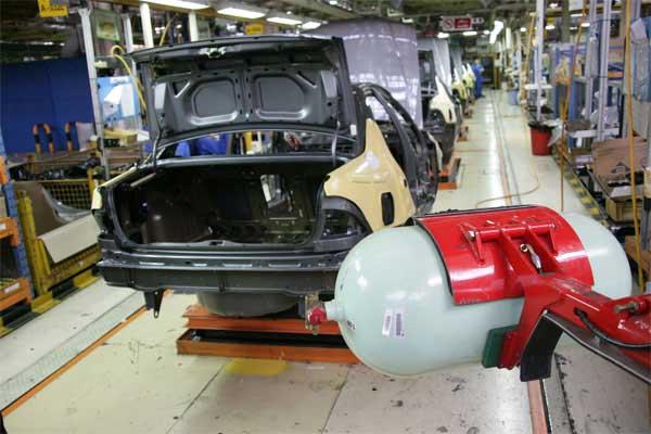 قیمت خودروهای دوگانه سوز داخلی از کارخانه تا بازار